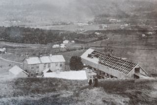 Bygging av nytt fjøs på Hølås Nedre - 1909